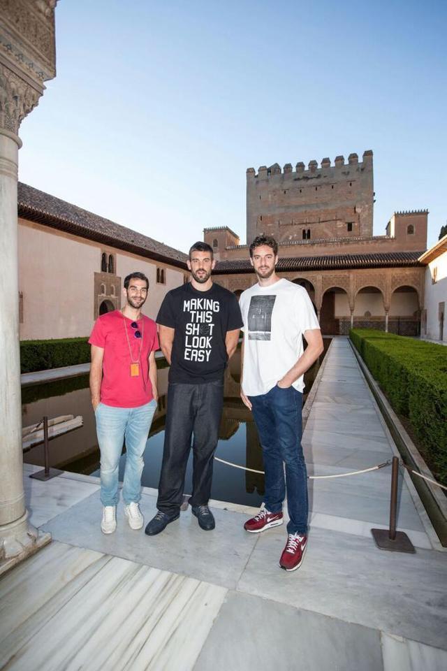 Los hermanos Gasol y Calderón, visitantes de altura de la Alhambra