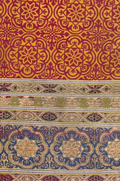 El tejido nazarí. El uso en el vestuario
