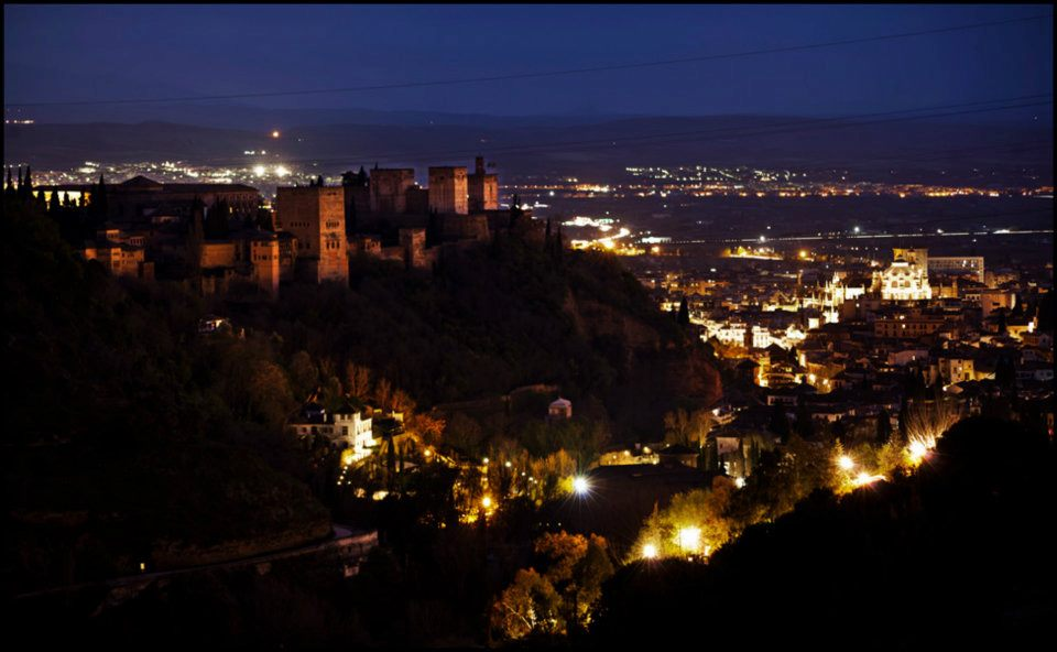 "La Alhambra se suma a la ""Hora del Planeta"""
