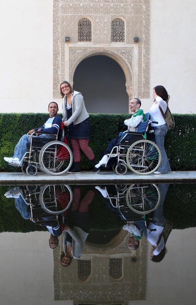 La accesibilidad en entornos patrimoniales y culturales, a debate en la Alhambra