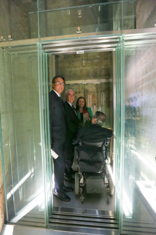 """La Obra Social """"la Caixa"""" y el Patronato de la Alhambra y Generalife mejoran la accesibilidad en el Palacio de Carlos V"""