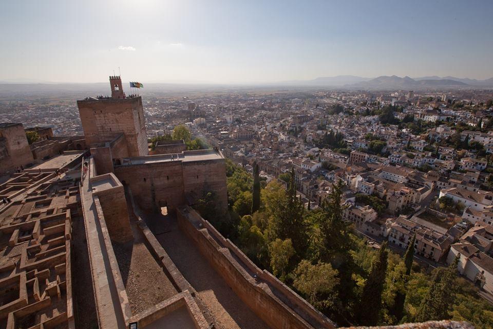 La Alhambra celebra el Día del Patrimonio Mundial con la apertura gratuita de la Alcazaba, la Torre de la Vela y talleres didácticos para niños