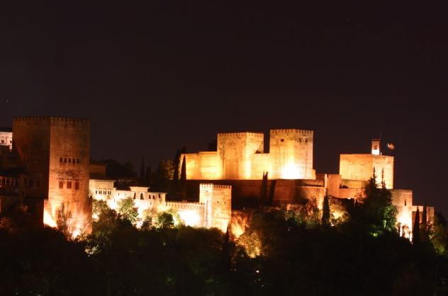 La Alhambra realiza unas pruebas de iluminación en el monumento para optimizar los recursos energéticos