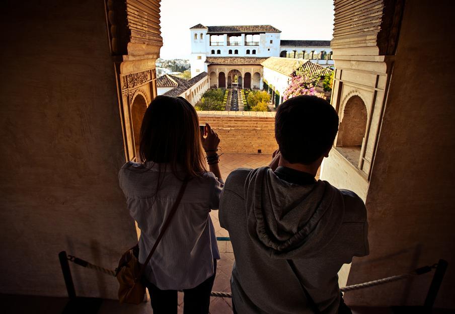 El 78% de los turistas que visitan la Alhambra (1.807.322 personas) pernoctan en Granada