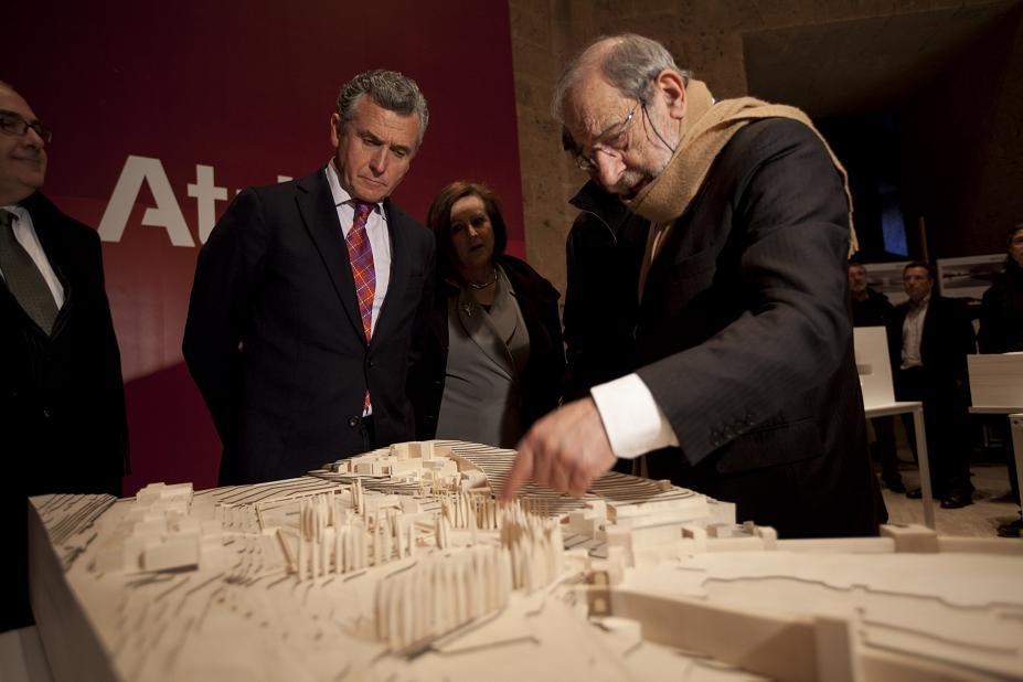 El consejero de Cultura inaugura la exposición de maquetas del Concurso internacional de ideas Atrio de la Alhambra, Granada