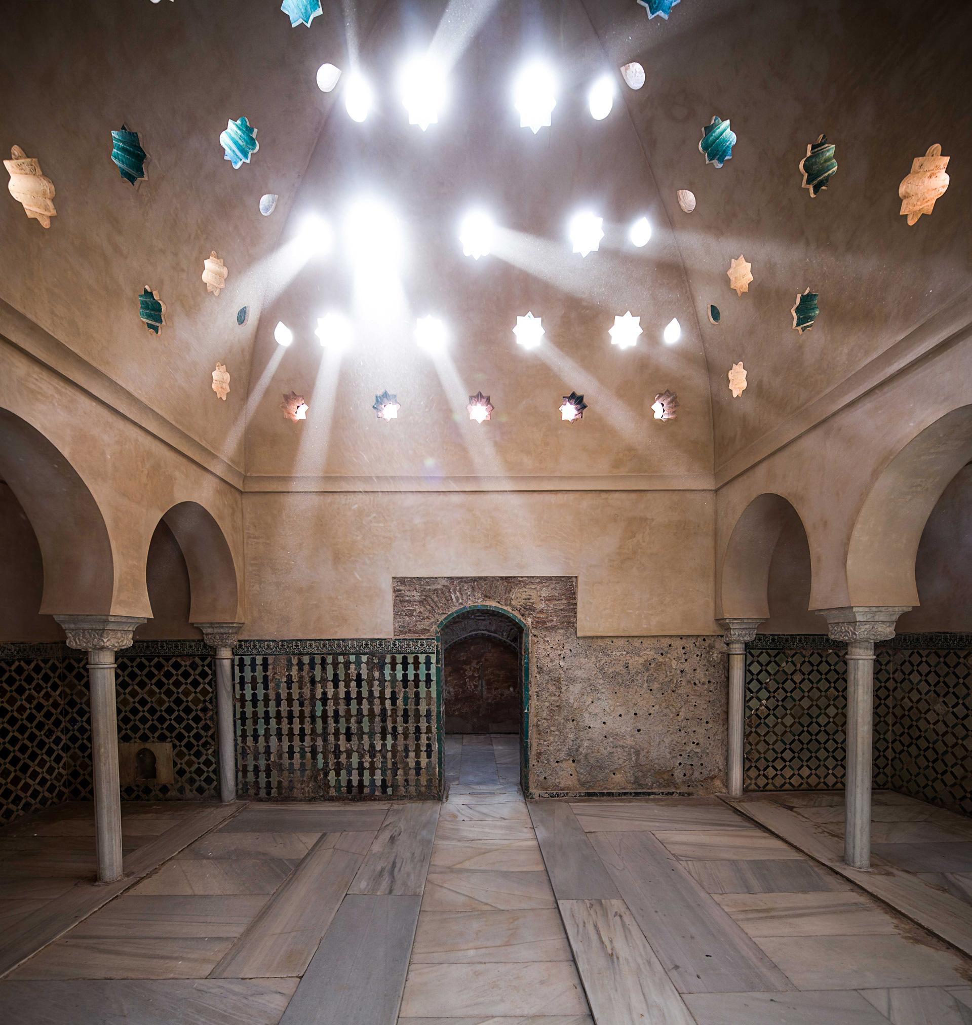 La Alhambra finaliza la restauración de las cubiertas y paramentos interiores del Baño Real de Comares