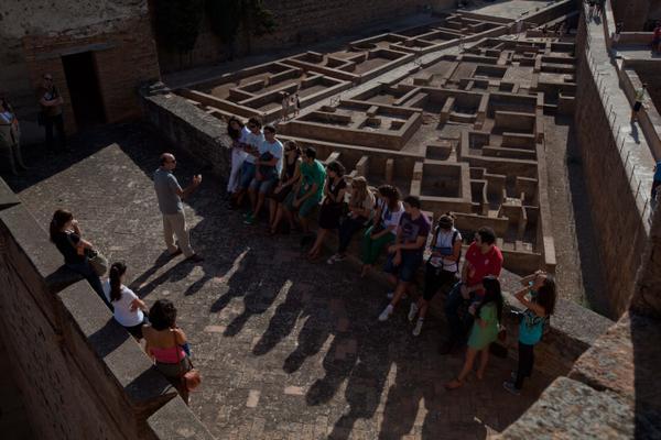 La Alhambra ofrece visitas guiadas gratuitas para granadinos y residentes todos los domingos