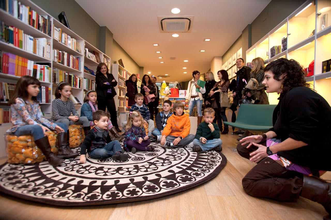 Los niños, protagonistas de la Navidad en la Tienda de la Alhambra