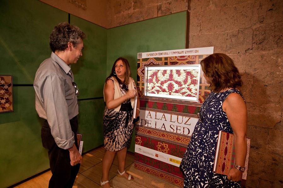 Los tejidos nazaríes del Museo de la Alhambra y del Lázaro Galdiano, protagonistas de la exposición 'A la luz de la seda'