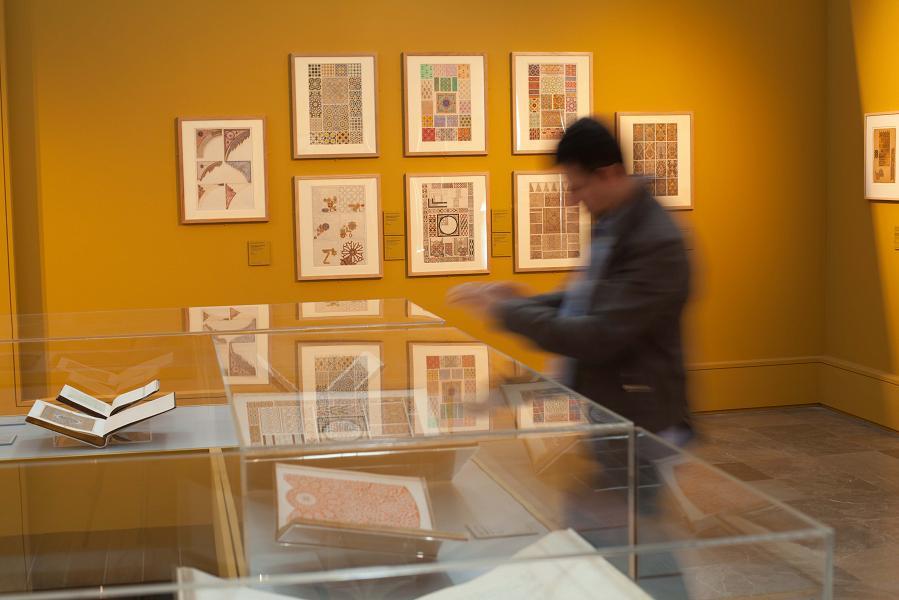 Más de 7.000 personas visitan la exposición Owen Jones y la Alhambra en la primera semana de inauguración