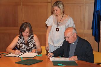 El Patronato de la Alhambra y Generalife y el Arzobispado de Granada firman un Convenio Regulador para la celebración de matrimonios en la iglesia de Santa María de la Alhambra