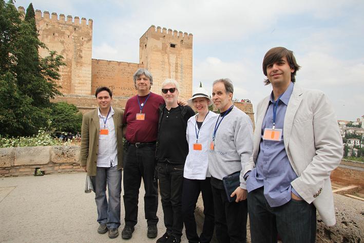 La cantante Suzanne Vega visita la Alhambra, dentro de los actos del Festival Internacional de Poesía de Granada