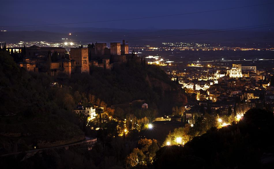 La Alhambra se suma a 'La Hora del Planeta'