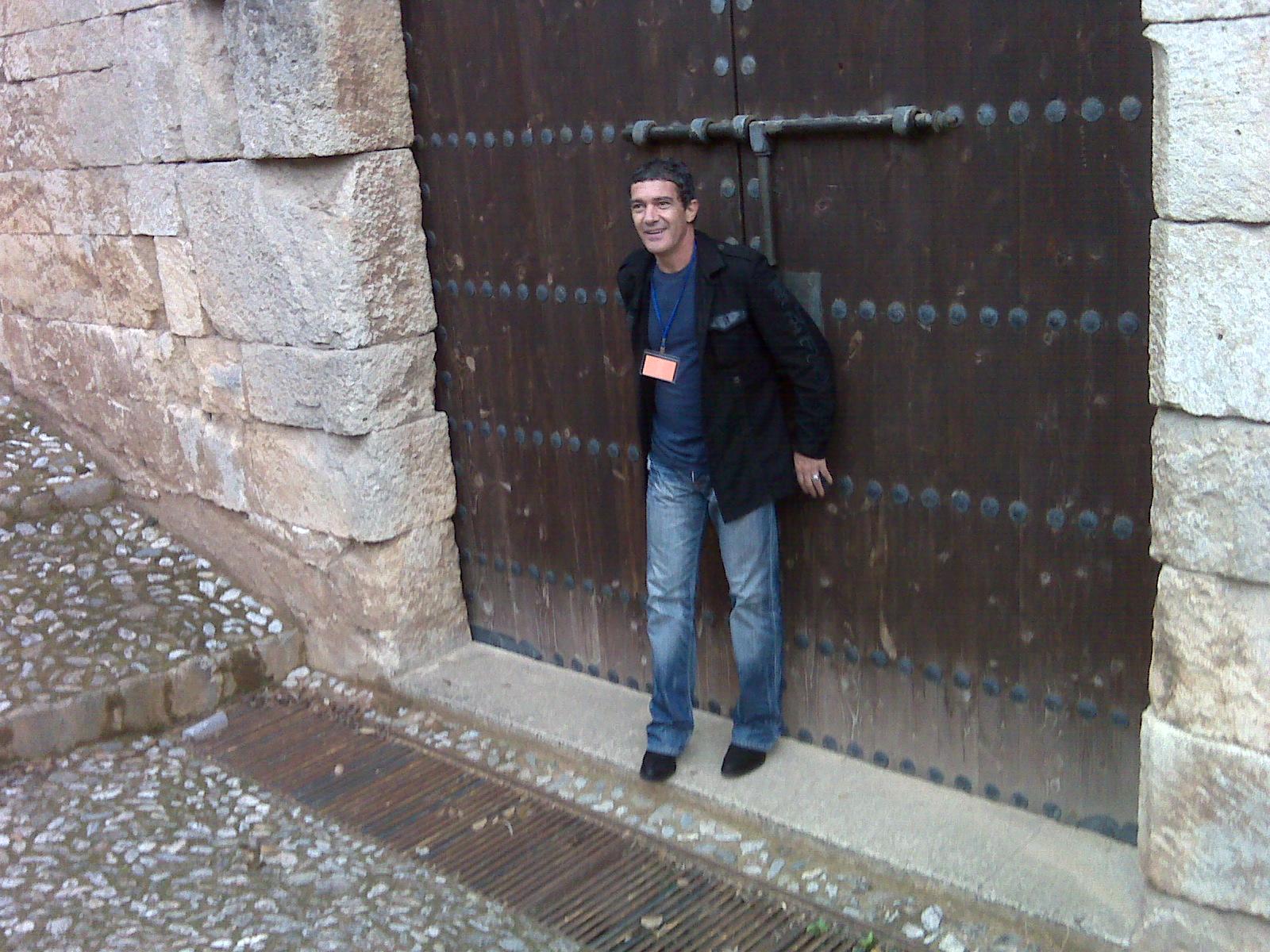 Antonio Banderas visita la Alhambra para buscar localizaciones para su próxima película.
