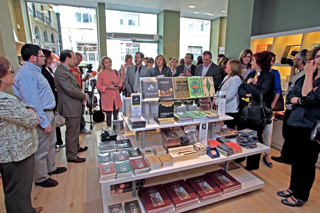 La Alhambra renueva sus tiendas y amplia su oferta cultural con dos nuevas librerías
