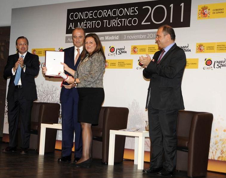 El Patronato de la Alhambra y Generalife recibe la placa al Mérito Turístico