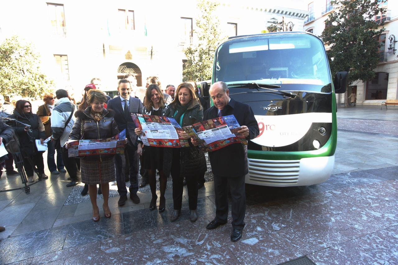 El tren turístico de Granada unirá la Alhambra con los barrios del Realejo y el Albaicín a partir del 5 de diciembre