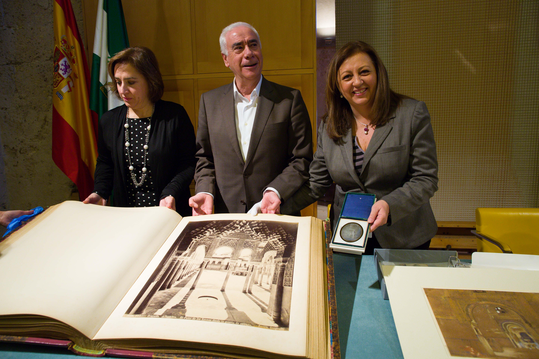 La Alhambra enriquece su patrimonio artístico con una veintena de piezas valoradas en 250.300 euros