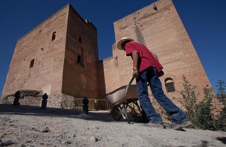 La Alhambra comienza la intervención arqueológica en Torres Bermejas