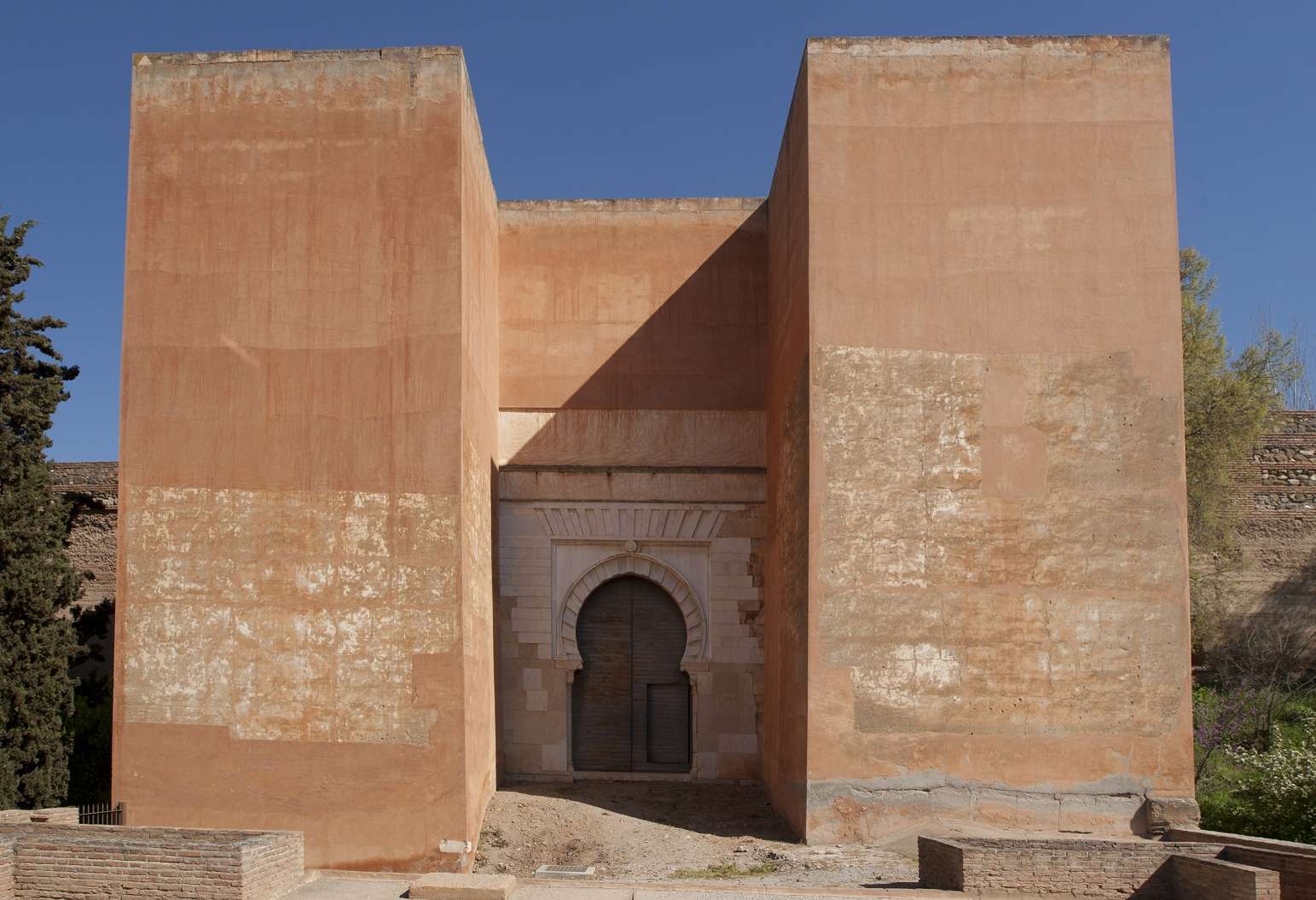 La Alhambra abre al público la enigmática Puerta de los Siete Suelos