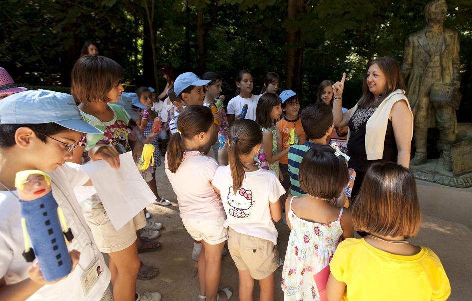 La Alhambra organiza visitas guiadas y talleres didácticos para que los niños disfruten del verano en el Monumento