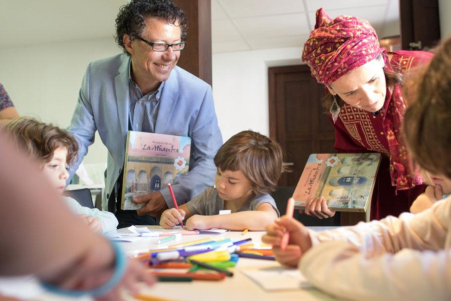 """""""Así era la vida en la Alhambra"""", un libro para que los niños descubran nuevas miradas de la fortaleza nazarí."""