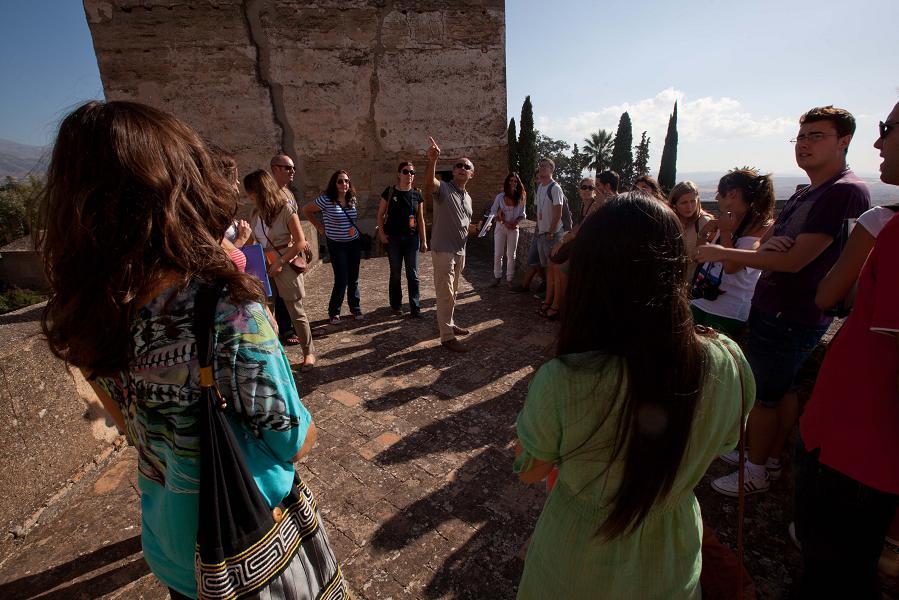 La Alhambra pone en marcha un nuevo ciclo de visitas guiadas por especialistas