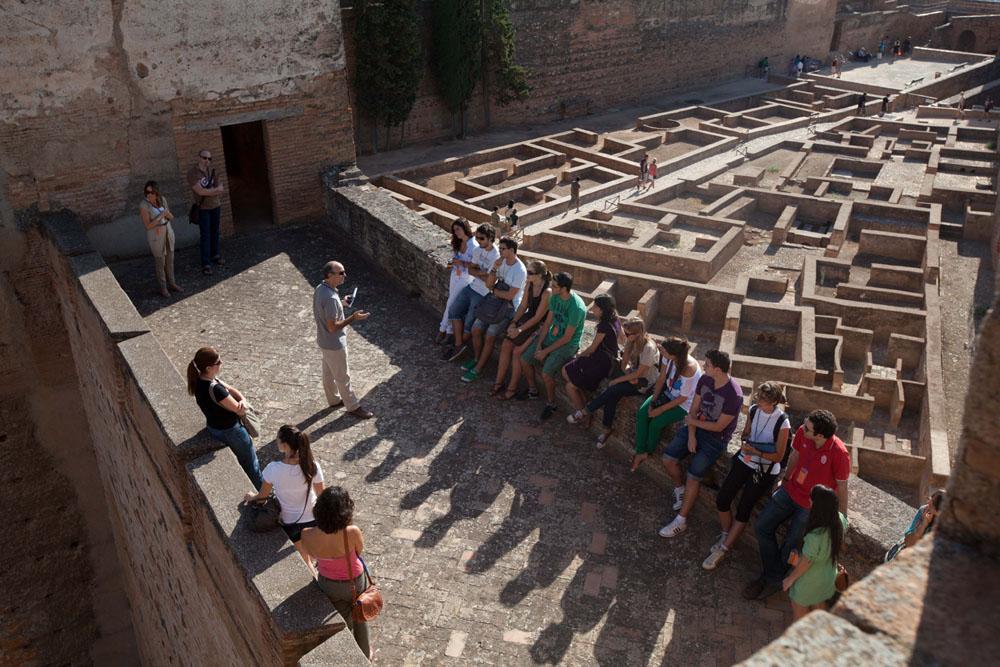 La Alhambra organiza visitas guiadas gratuitas para granadinos y residentes en septiembre y octubre.
