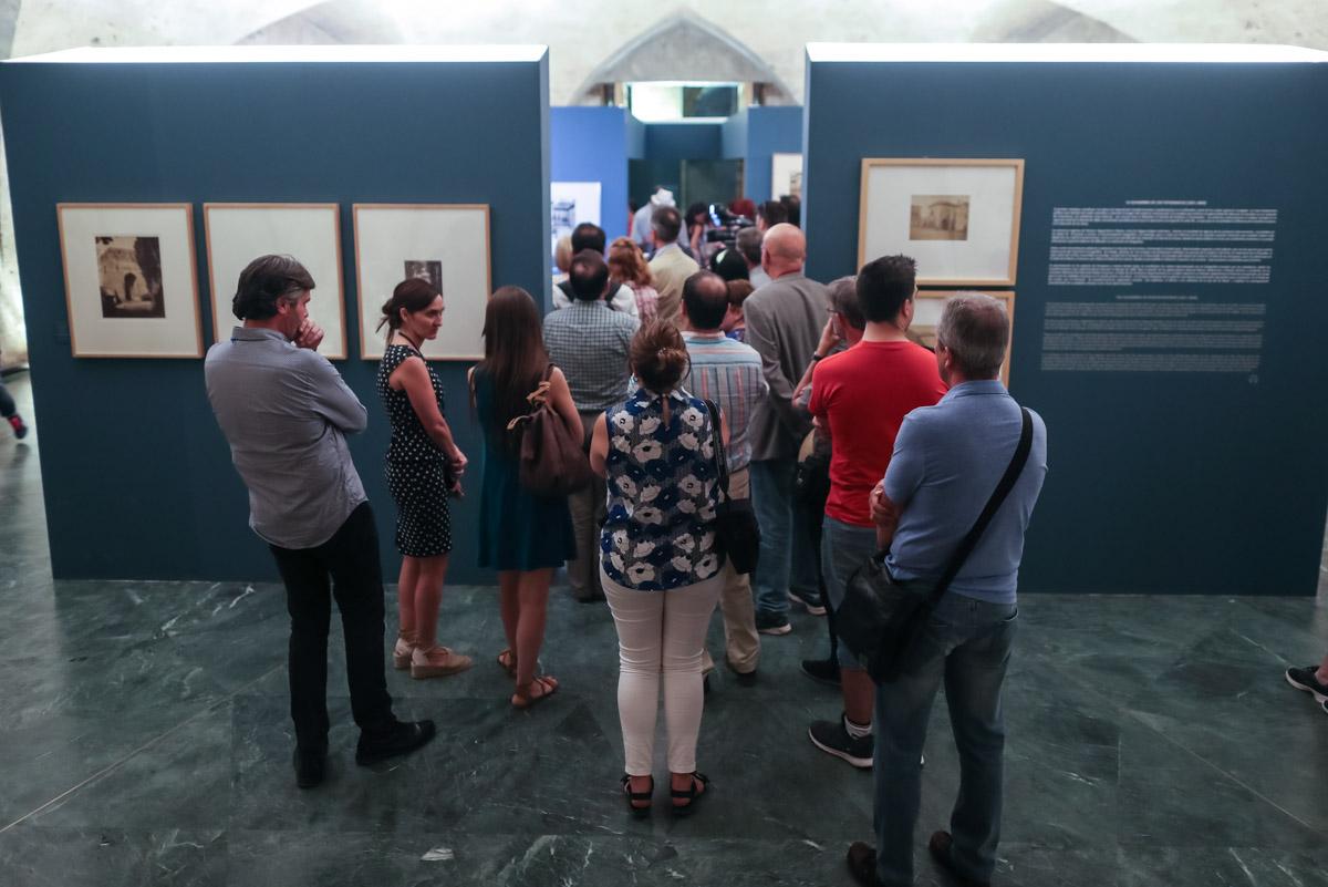 """La Alhambra organiza visitas guiadas gratuitas a la exposición """"Oriente al Sur"""" en el Palacio de Carlos V"""