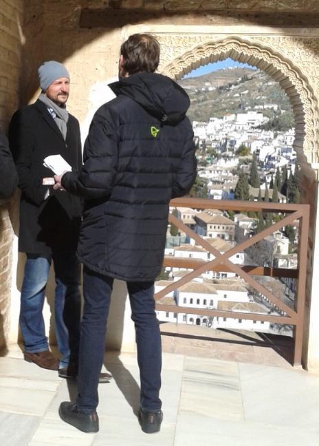 El príncipe Haakon de Noruega, fascinado por la Alhambra