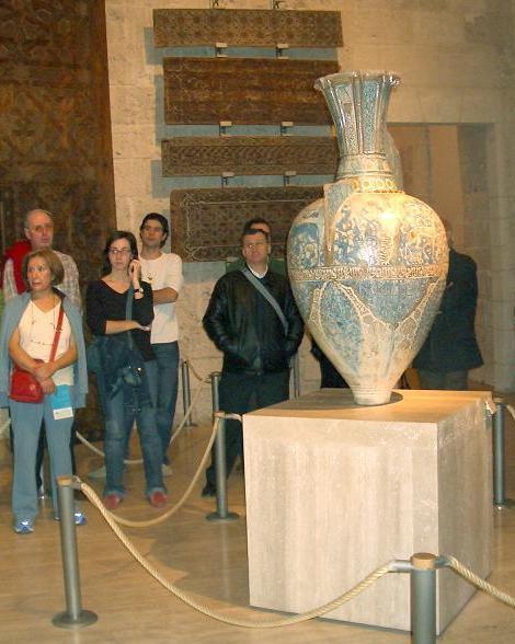 Los jarrones de la Alhambra, visita temática de abril en el Museo