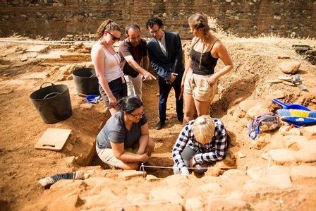 La Alhambra lidera un proyecto internacional de investigación arqueológica para identificar técnicas de producción de la cerámica vidriada y el vidrio nazarí