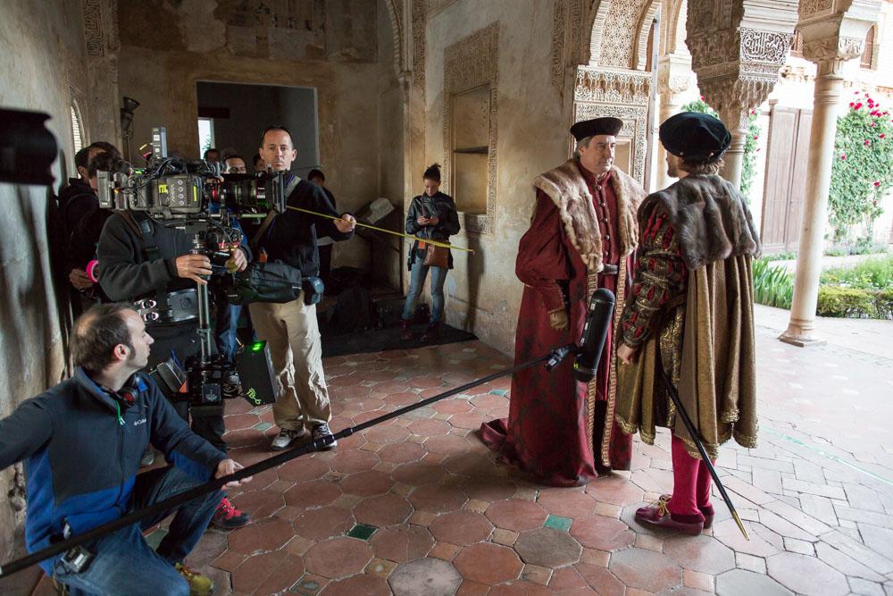 Un centenar de extras granadinos reviven la historia de Carlos V en la Alhambra y Granada