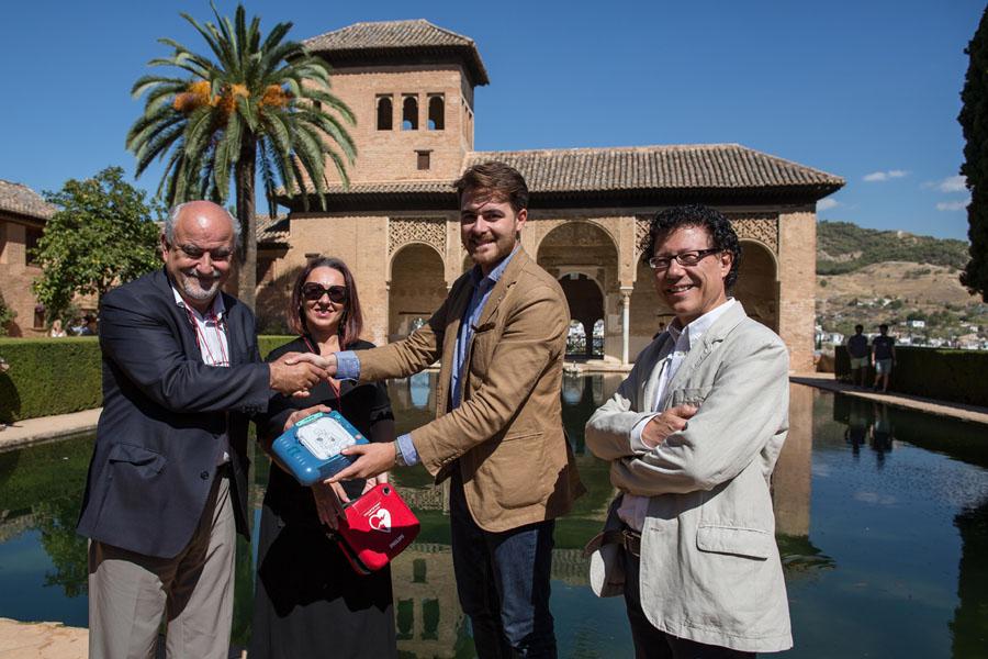 La Alhambra completa su cardioprotección con tres nuevos desfibriladores