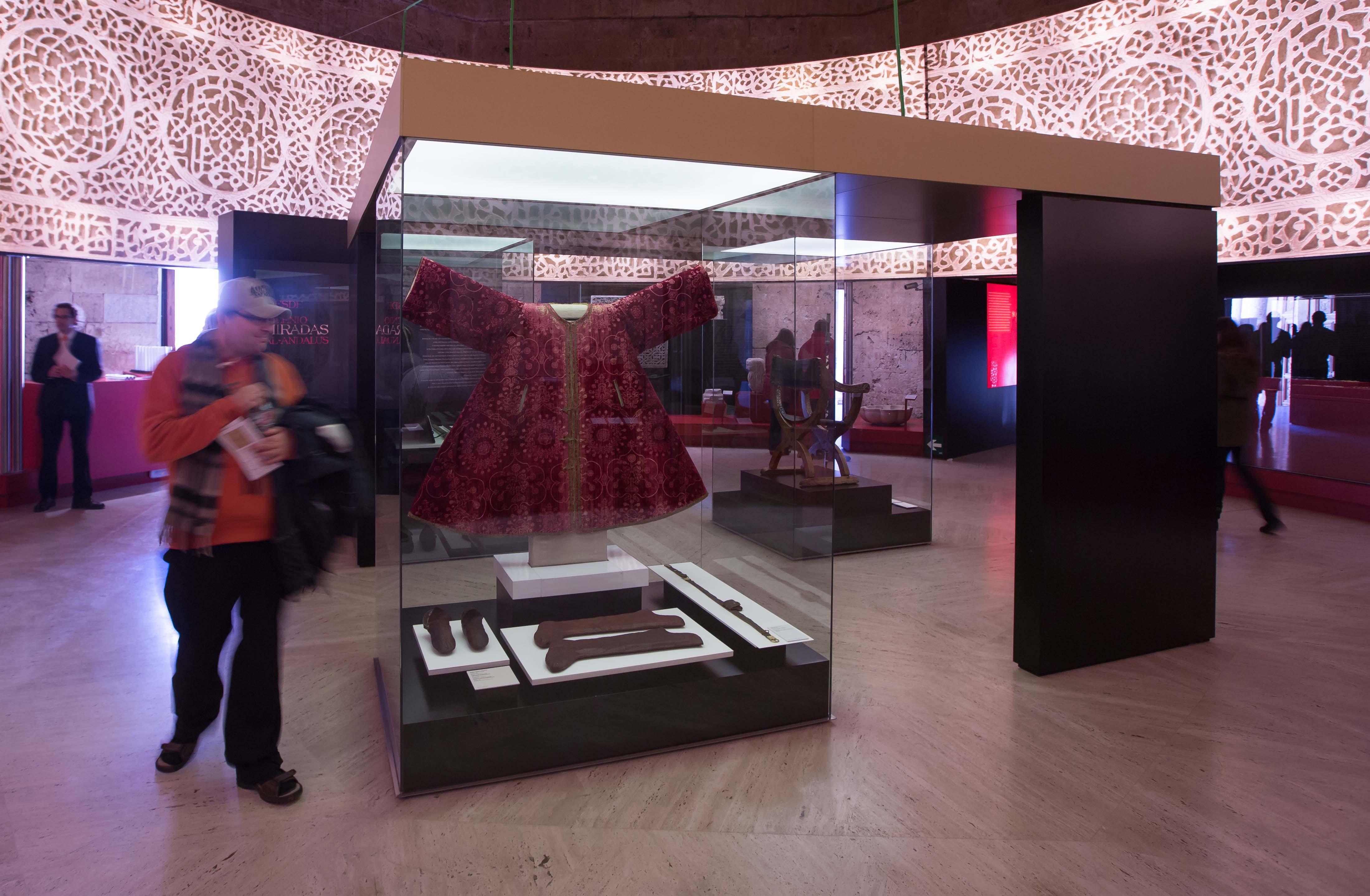 Más de 10.000 personas visitan la exposición Arte y Culturas de al-Andalus. El poder de la Alhambra