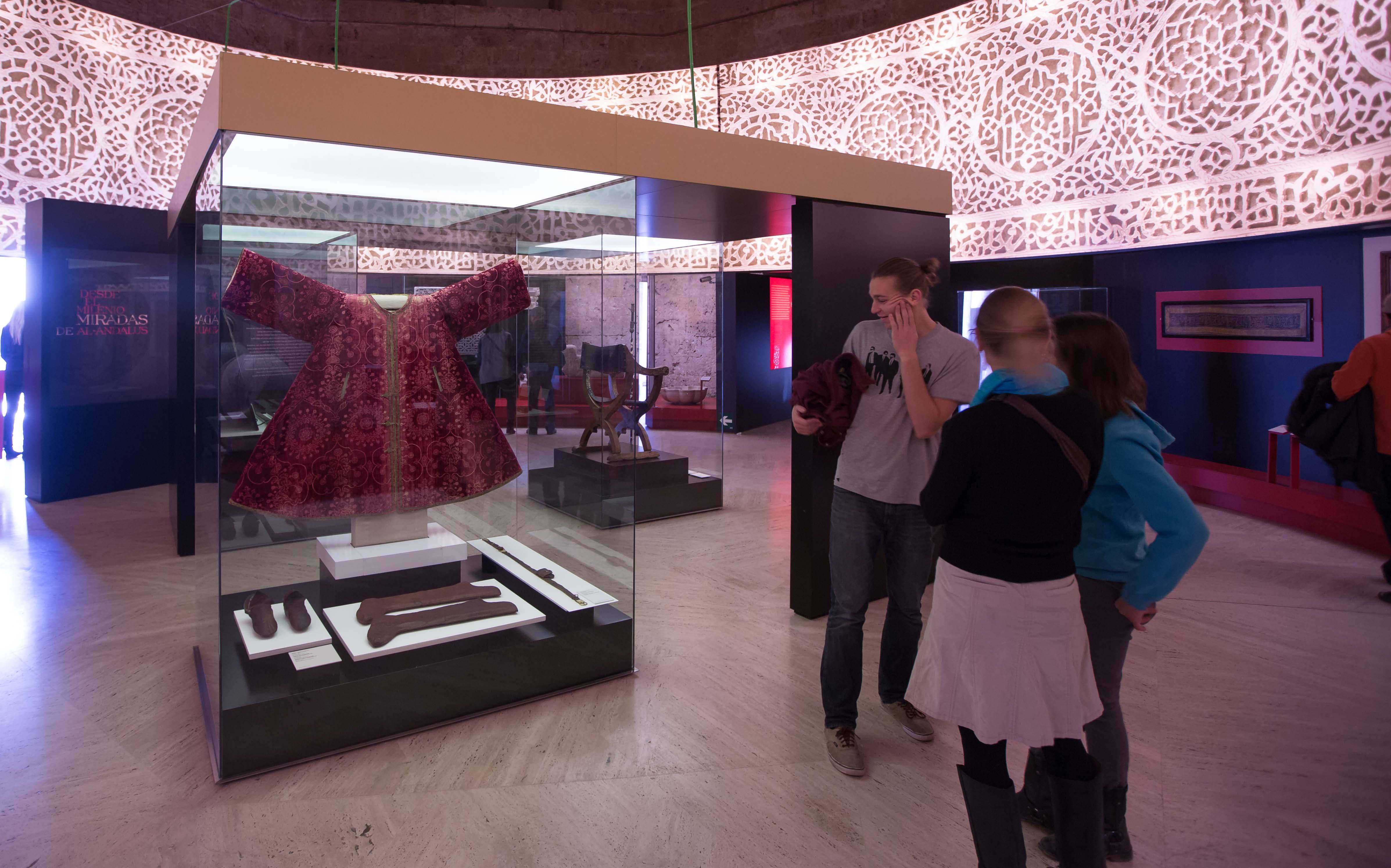 La exposición 'Arte y Culturas de al-Andalus. El poder de la Alhambra' registra más de 100.000 visitantes
