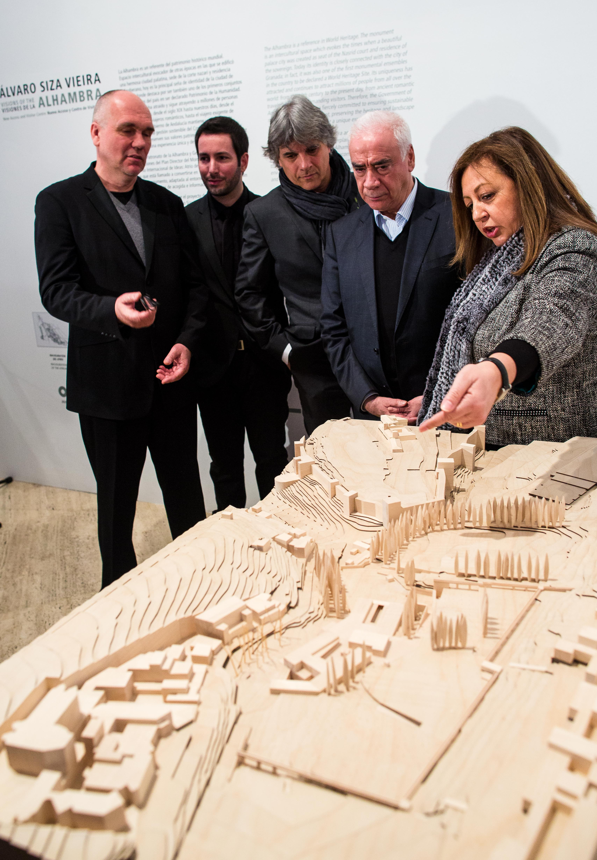 El arquitecto Álvaro Siza exhibe sus 'visiones' de la Alhambra en el Palacio de Carlos V