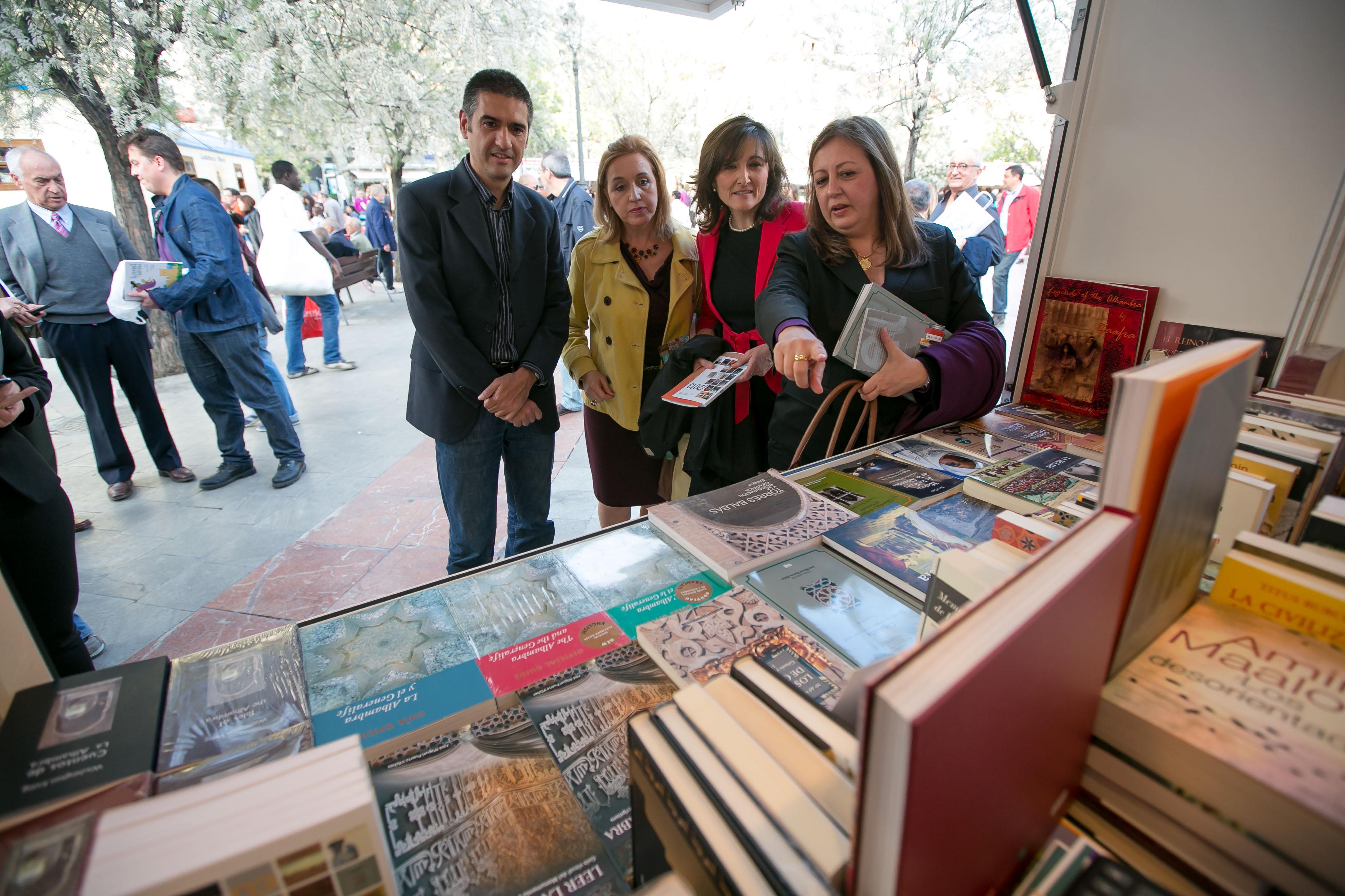 La Alhambra presenta sus nuevas publicaciones en la XXXII edición de la Feria del Libro de Granada