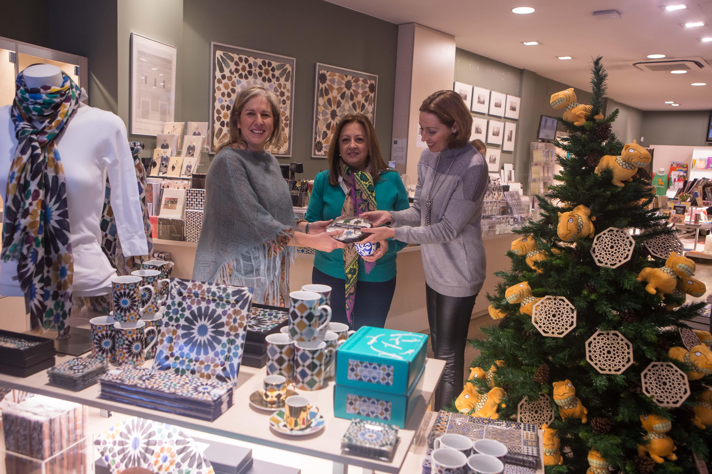El Patronato de la Alhambra y Generalife en colaboración con las Tiendas-Librería del Monumento organizan talleres de decoración de galletas y cuentacuentos en Navidad.