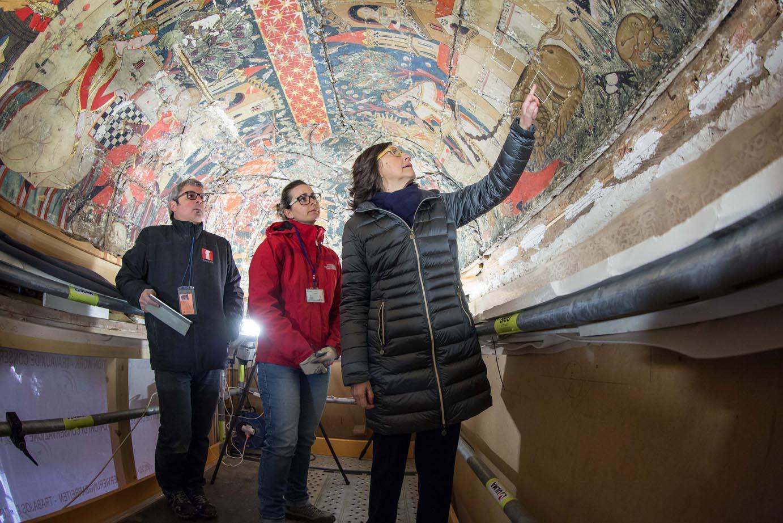 Rosa Aguilar visita en la Alhambra las obras y los trabajos de restauración del Patio de los Leones
