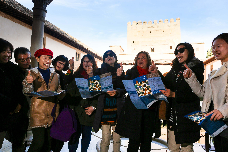 La Alhambra registra el mejor año turístico de la historia y vuelve a batir récord de visitantes en 2014