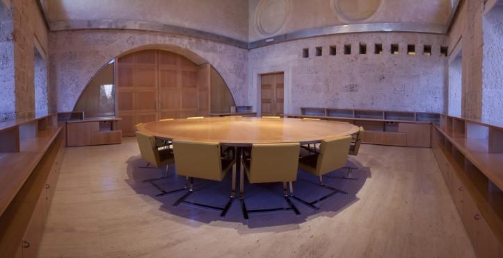 Mesa redonda en La Alhambra