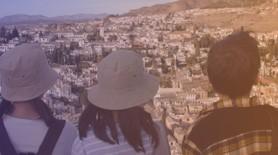 Personas en alhambra