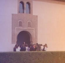 Personas en la Alhambra