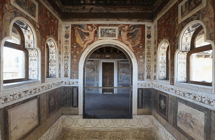 Los Jarrones de la Alhambra: Simbología y Poder
