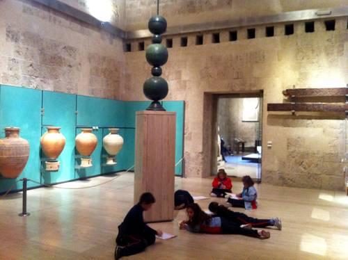 El Museo de la Alhambra organiza actividades gratuitas para que escolares y familias descubran sus colecciones