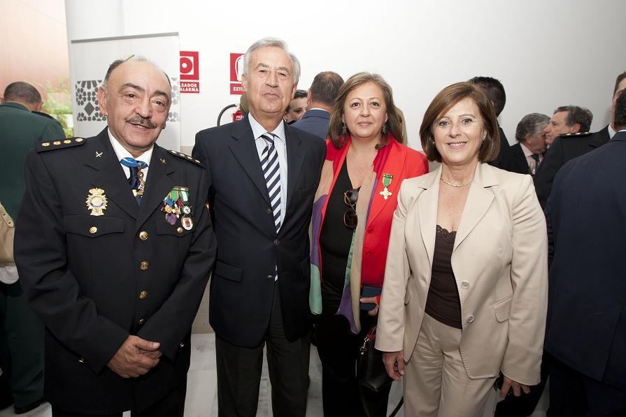 The State Police honours the Director of the Patronato de la Alhambra