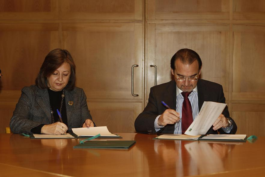 Agreement between the Patronato de la Alhambra y Generalife and Granada's Chamber of Commerce to promote cultural tourism