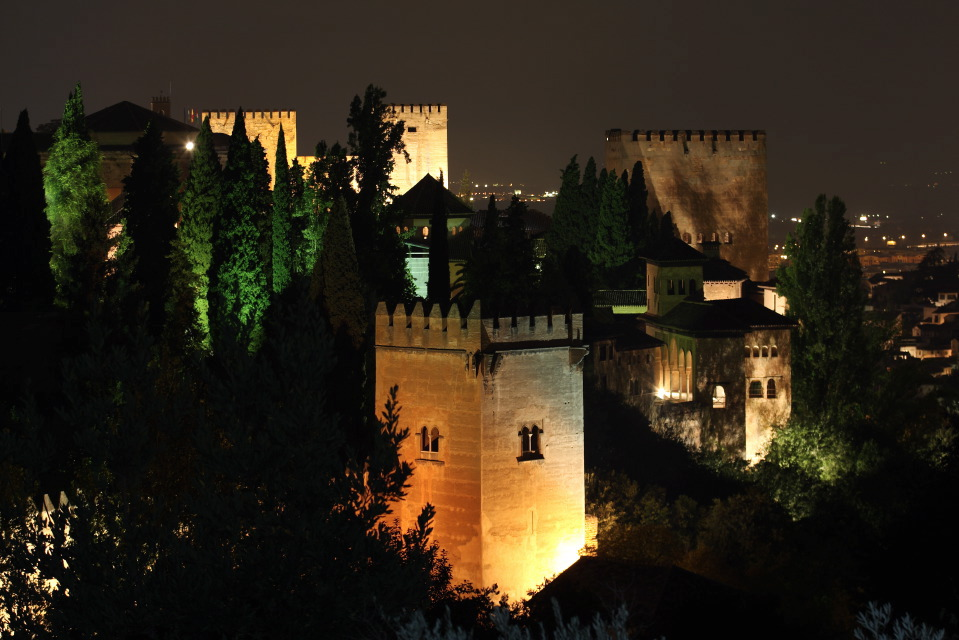 The Alhambra carries out illumination tests in the exterior of the monument and the Moor's Chair for improving energy resources