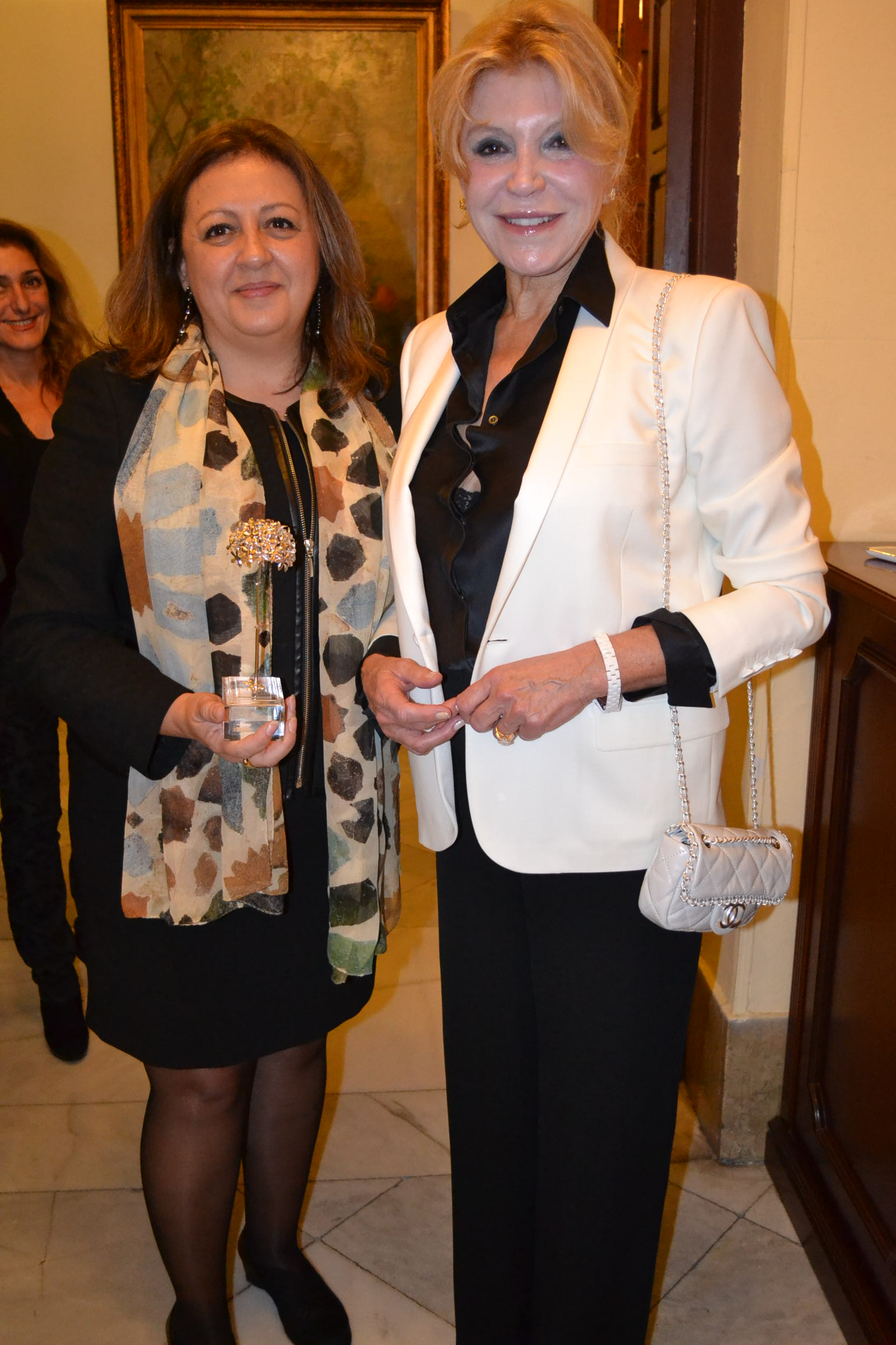 The Director of the Alhambra receives an award from the Spanish Confederation of Directors and Executives